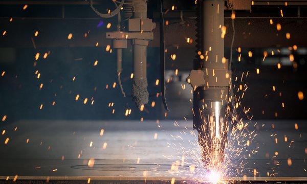 CNC-gesteuerte Brennschneidemaschine und Hochleistungs-Plasmaschneidanlage beim Handelshof Bautzen - Partner für Technik