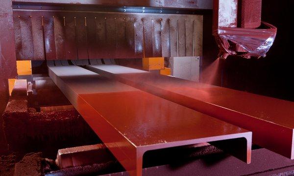 Stahlverarbeitung erfordert professionelle Stahlbearbeitung