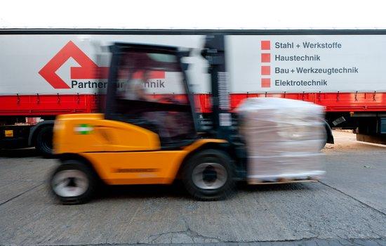 Eigene Logistik vom Handelshof Cottbus - Partner für Technik